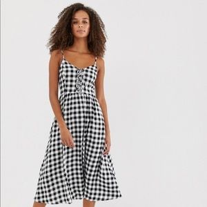 New Look midi dress with tie front in gingham